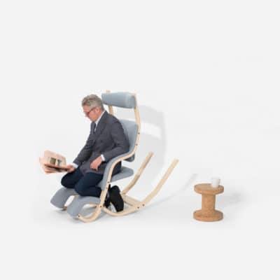 Ruhesessel Gravity balans in vorgelehnter Sitzposition