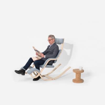 Ruhesessel Gravity in Sitzposition