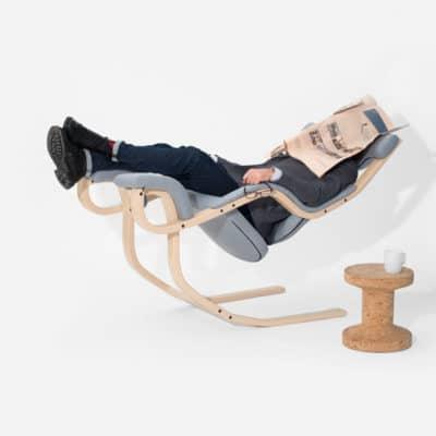 Ruhesessel Gravity balans in Liegeposition für den kurzen Schlaf zwischendurch