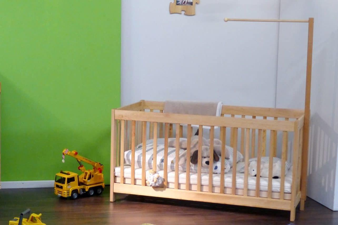 Kinderbett BeneVita aus massivem Erlenholz mit optionaler Himmelbettstange