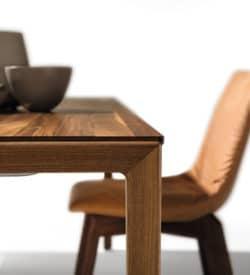 Stuhl- und Tischgruppen