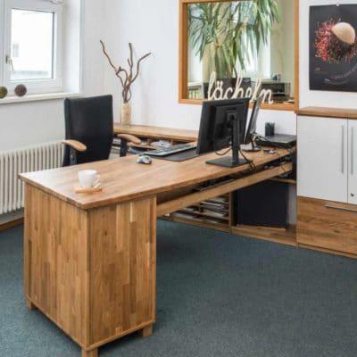 Massivholz-Büroeinrichtung, Schreibtisch mit Freiform-Platte